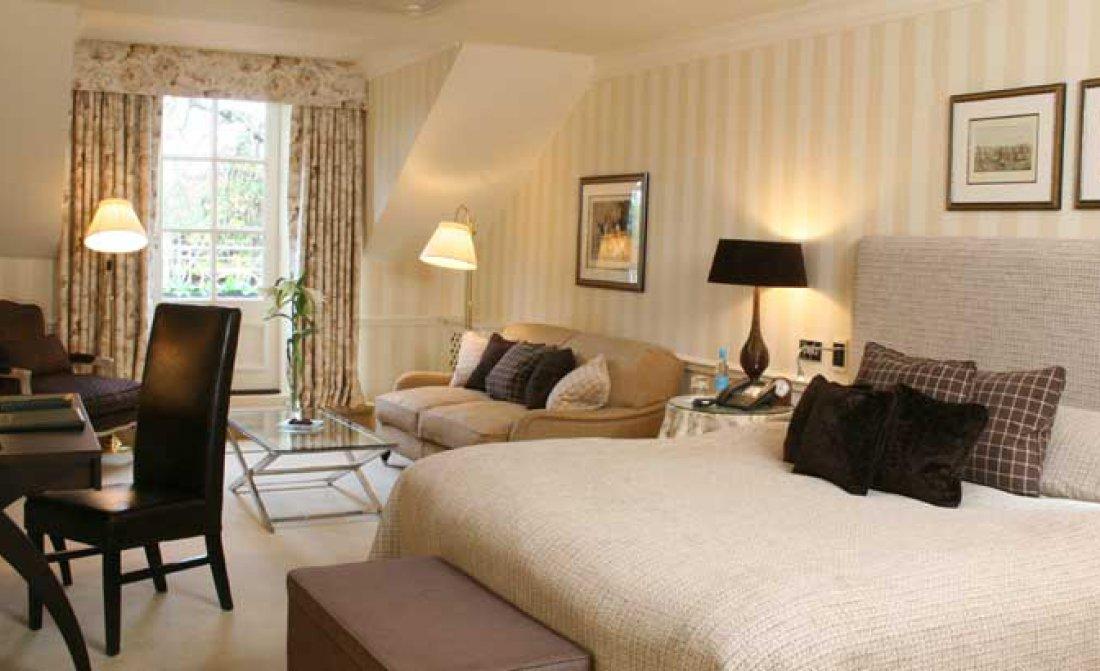 estate-room.jpg