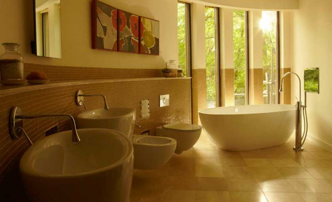 treehouse-bathroom.jpg