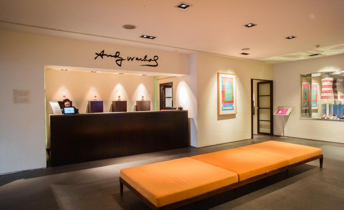 gallery-hotel-art-front-desk.jpg