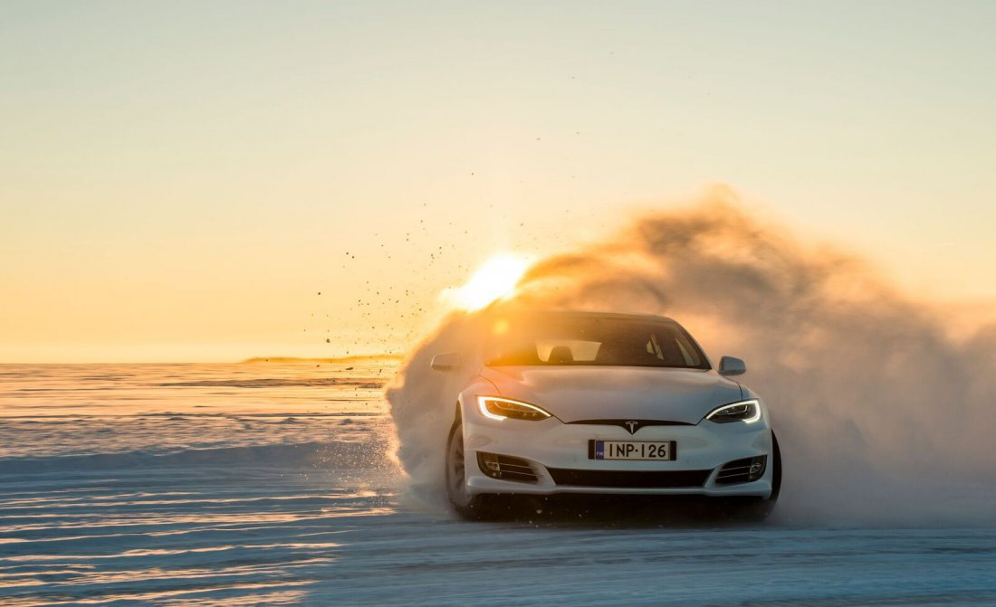ice-driving-tesla-005.jpg