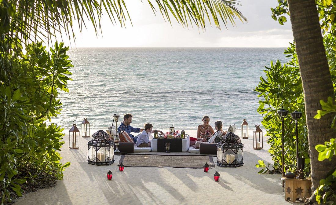 luxury-travel-blog-unusual-dining-locations-in-maldives.jpg