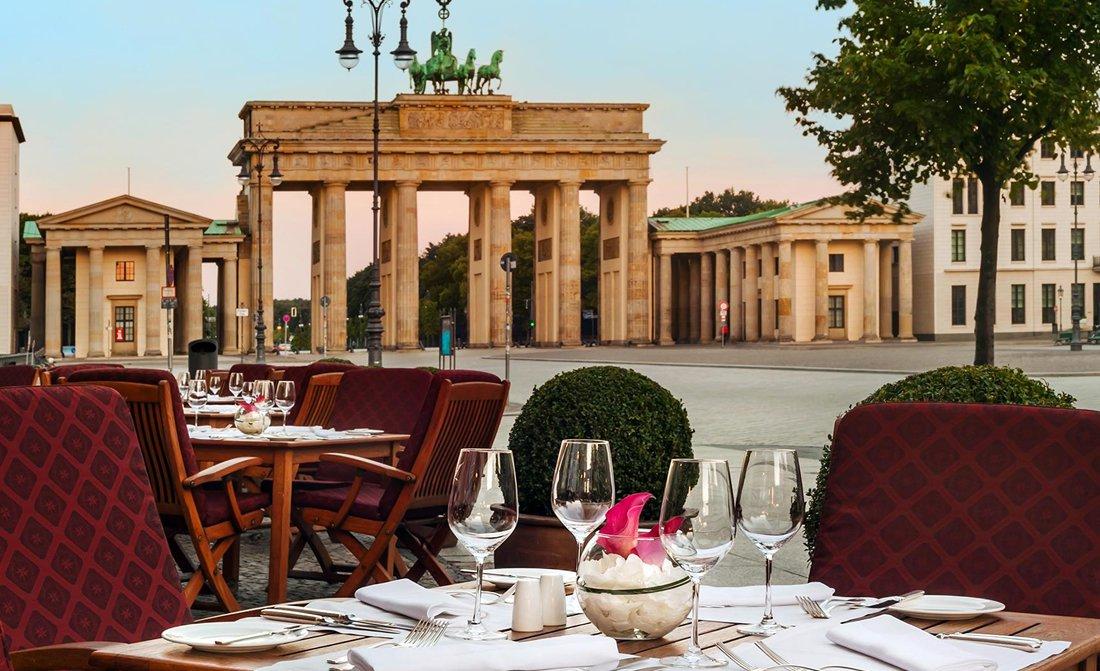 hotel-adlon-kempinski-berlin-restaurant-quarre-terrace.jpg
