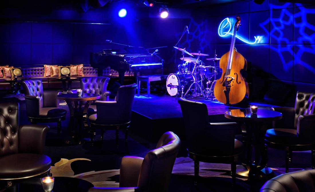 qs-bar-and-lounge-at-palazzo-versace-dubai.jpg