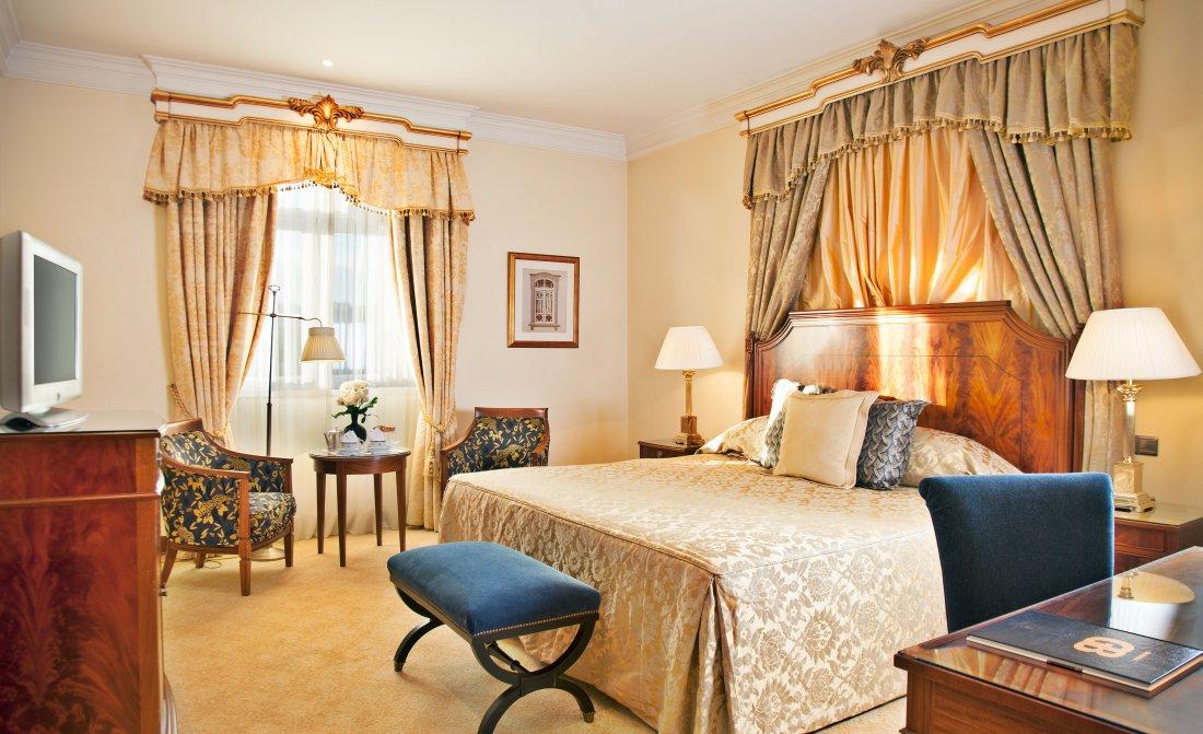 suite-palacio-deluxe-bedroom-palacio-estoril-hotel.jpg