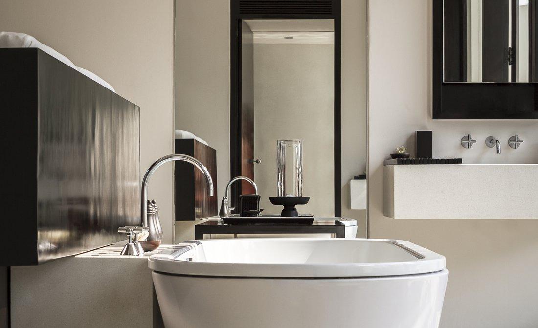 amansara-contemporary-suite-bathroom.jpg