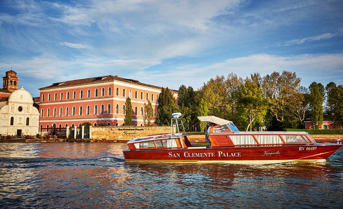 san-clemente-palace-kempinski-venice-boat.jpg