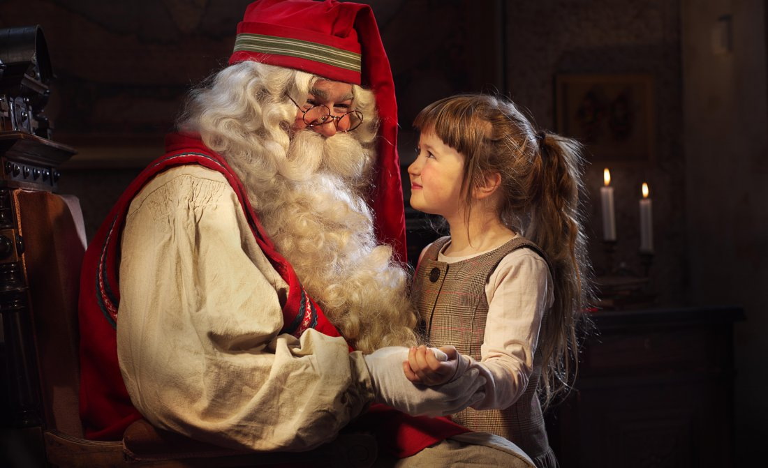 santa-and-girl-look.jpg