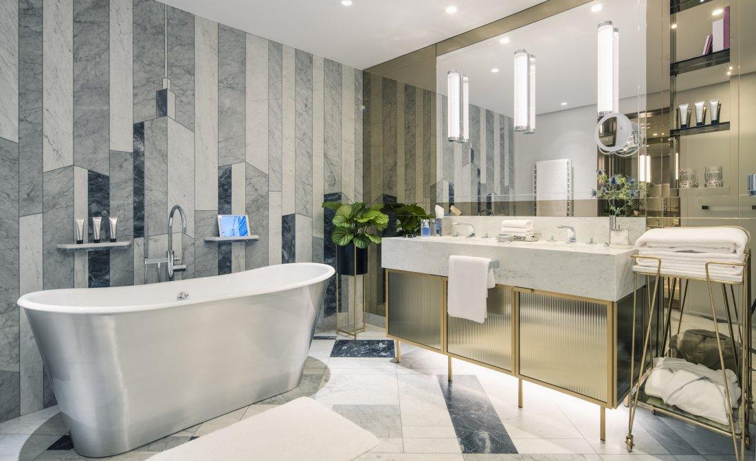 Raffles Warsaw Junior Suite Bathroom