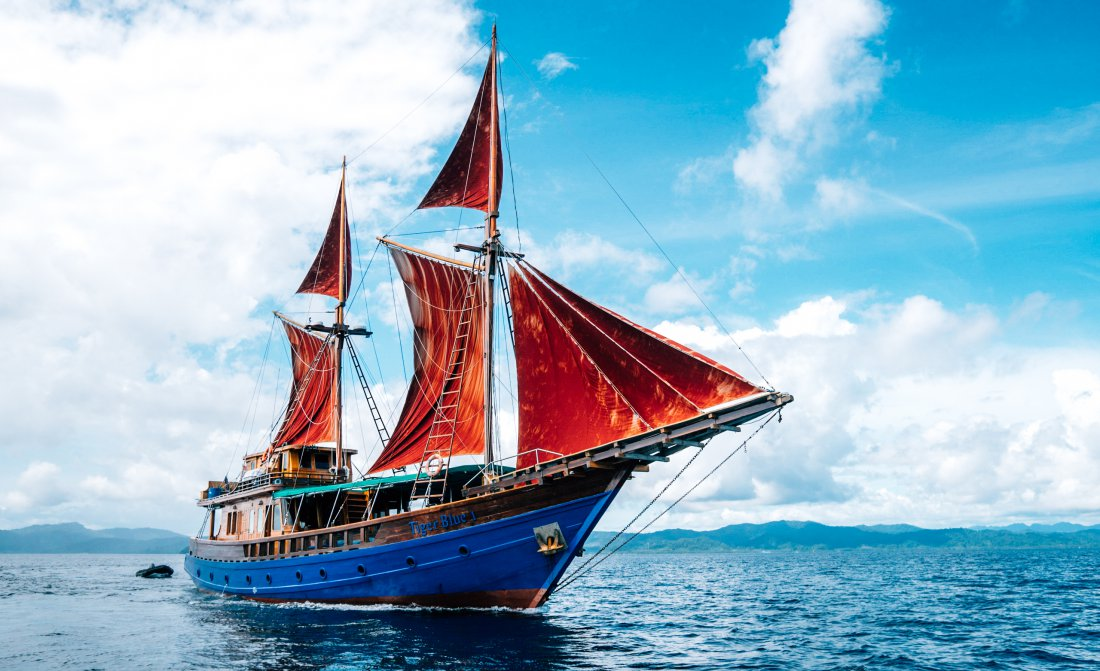 tiger-blue-indonesia-boat-4.jpg