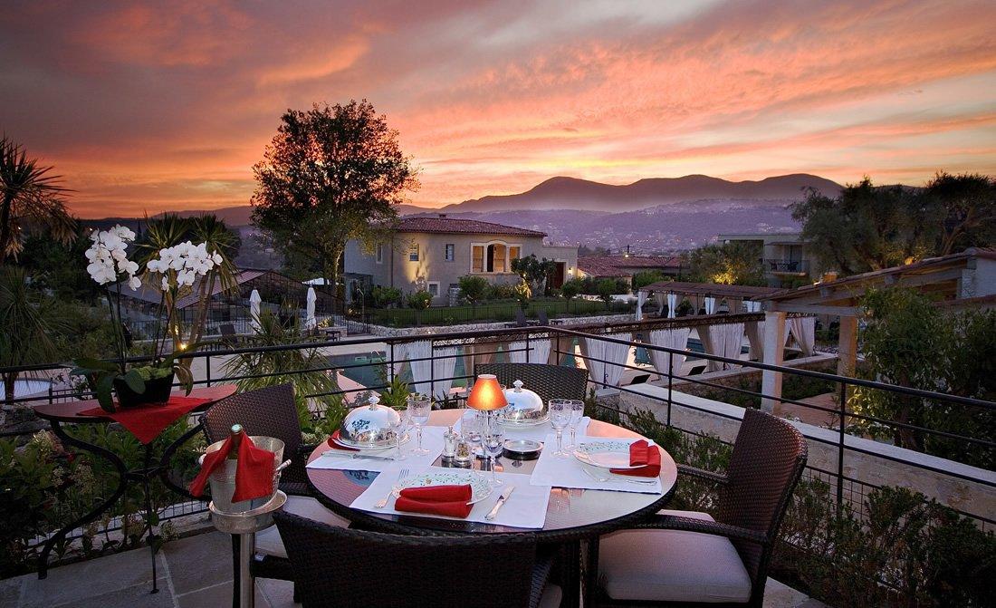 le-mas-de-pierre-romantic-dining.jpg